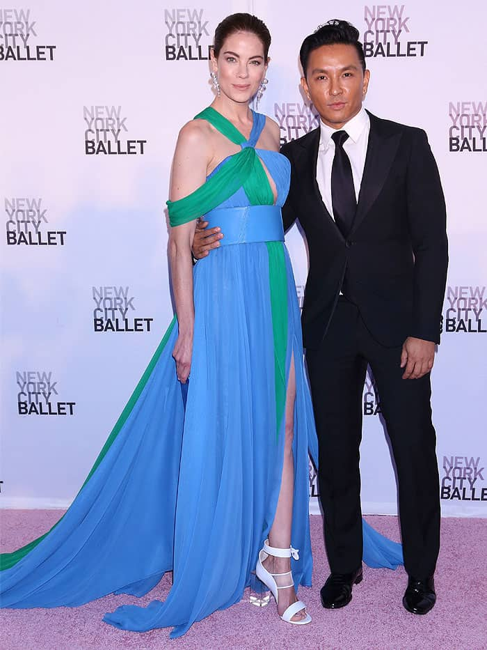 Michelle Monaghan posing on the pink carpet with the fashion designer Prabal Gurung while wearing a Prabal Gurung Spring/Summer 2018 look.