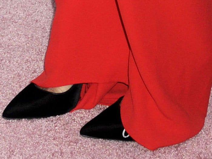 Nicky Hilton's Oscar de la Renta black pointy-toe pumps up close.