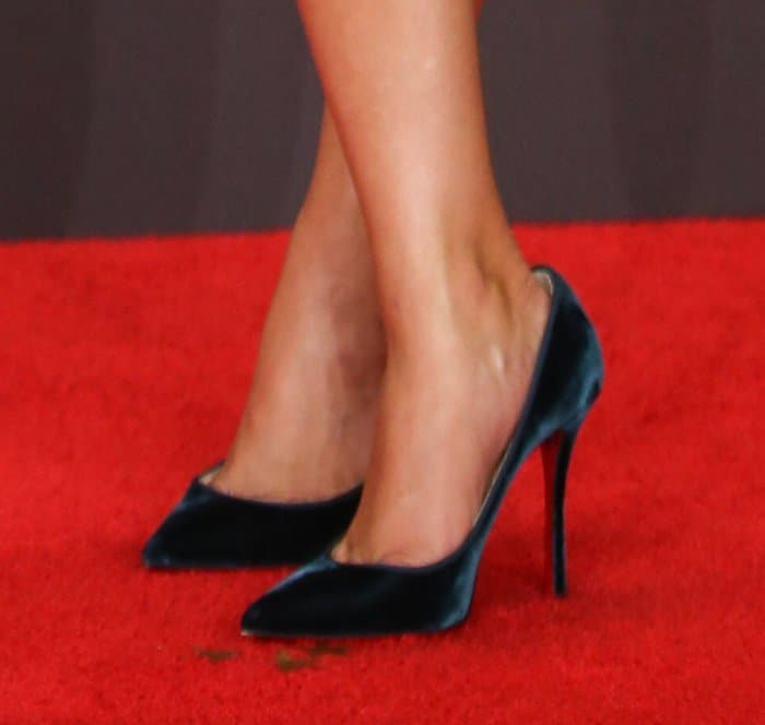 """Reese Witherspoon in a turquoise Stella McCartney tuxedo dress with matching Christian Louboutin """"Decoltish"""" pumps."""