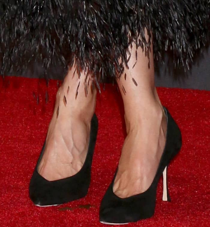 Laura Dern wearing black pointy-toe pumps at the 69th Emmy Awards