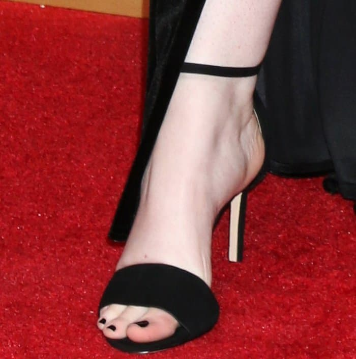 Shannon Purser wearing black ankle-strap sandals from Aldo at the 2017 Creative Arts Emmy Awards