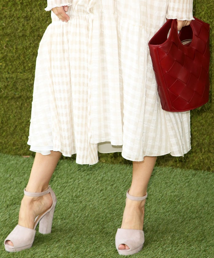 "The actress contrasts her woven bag with suede Stuart Weitzman ""Valleygirl"" sandals"