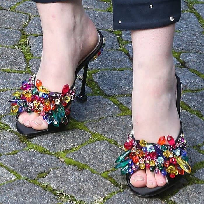 Elle added a sprinkle of color with a pair of crystal sandals from the Miu Miu Cruise 2018 collection