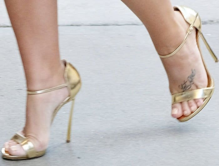Demi added a little sophistication to the look with a pair of gold Casadei sandals