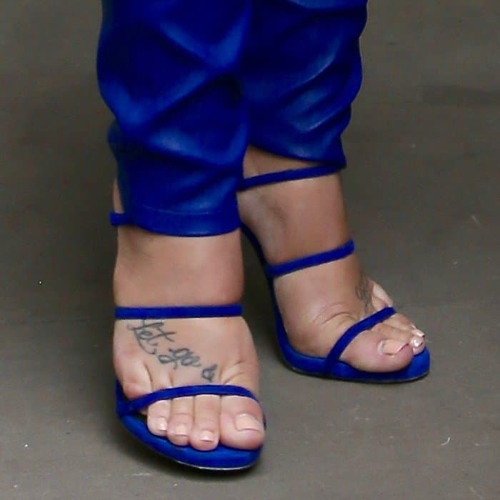 Demi Lovato shows off her sexy feet and foot tattoo in blue sandals