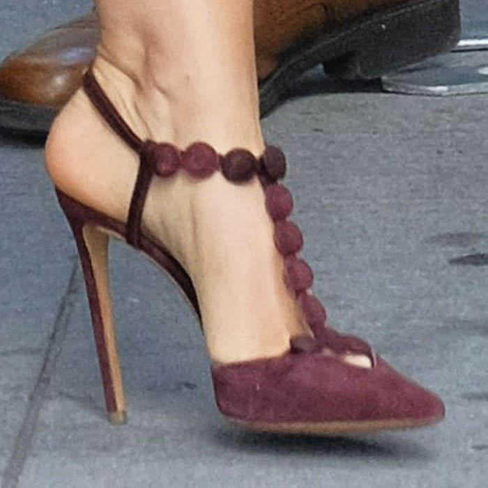 """The actress matched her dress with a pair of purple Nicholas Kirkwood """"Quantum"""" pumps"""