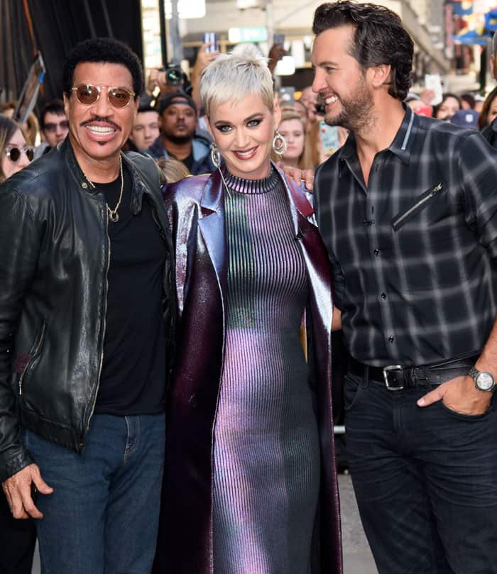 Katy poses with co-judges Lionel Richie and Luke Bryan