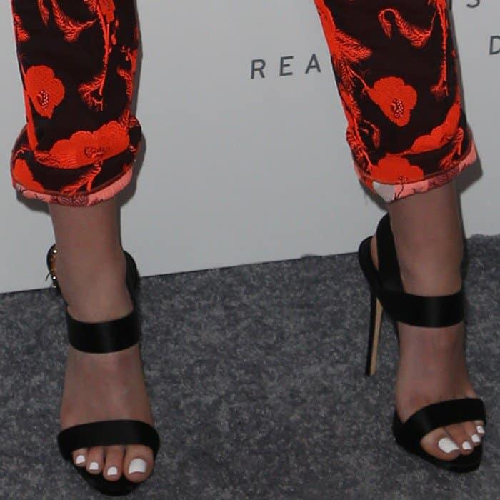 Kristen Stewart showing off her pedicure in Giuseppe Zanotti sandals