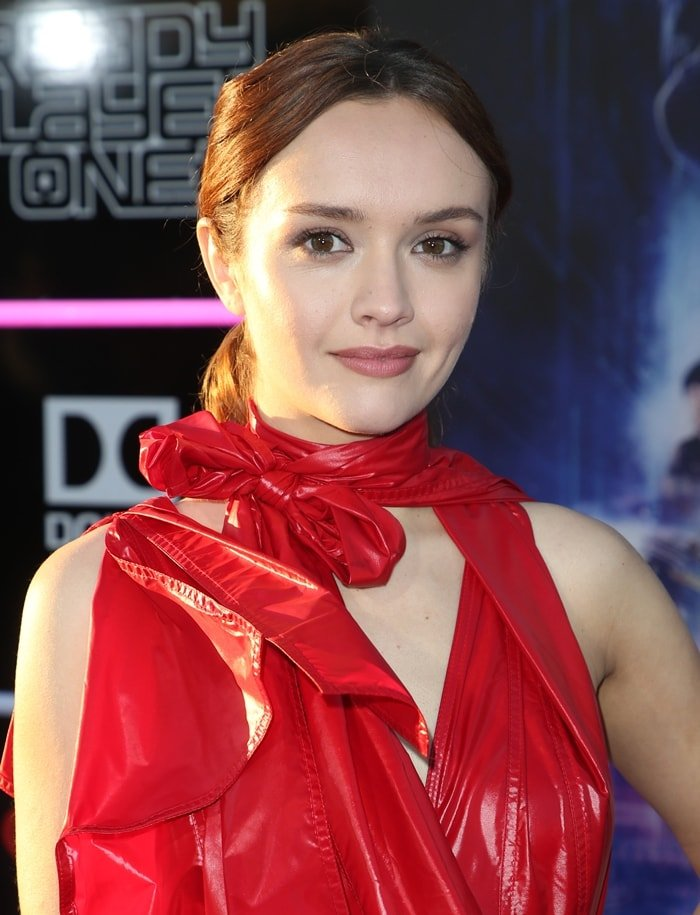 Olivia Cooke with a center part ponytail and minimal make-up