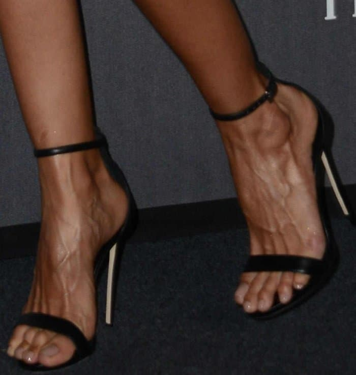 Izabel Goulart wearing black ankle-strap sandals at the 2017 amfAR Milano gala
