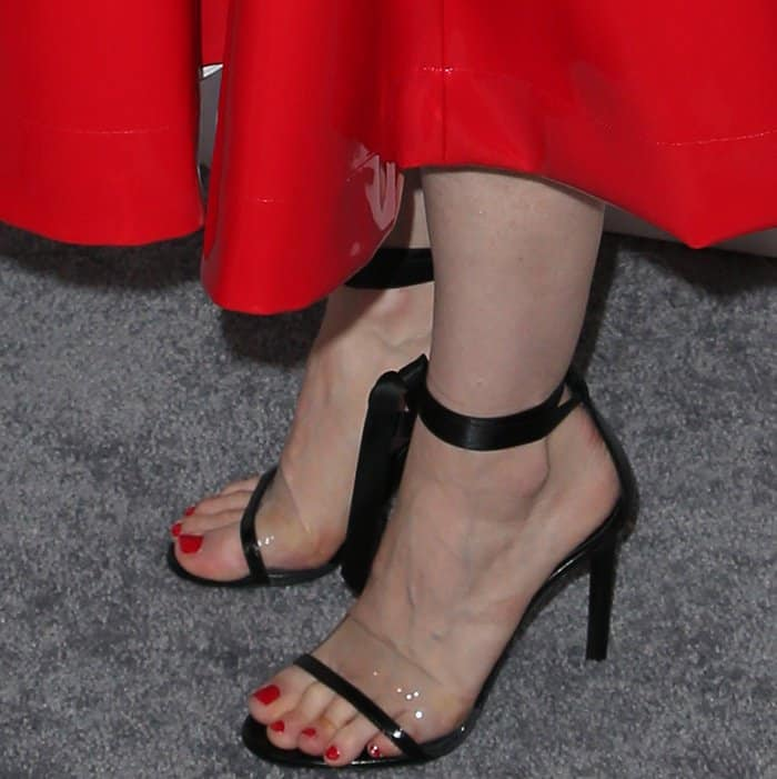 Jessica Chastain wearing black sandals with satin ribbon ankle ties at Elle's 24th Annual Women in Hollywood Celebration