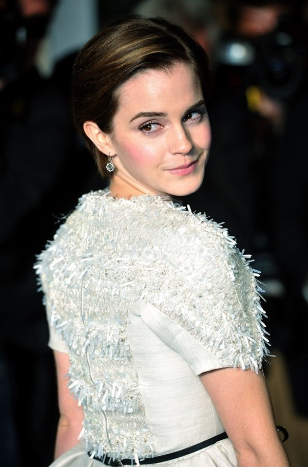 There's nothing that says sophistication and style like a white piece of clothing, and Emma Watson proved this when she stole the spotlight at the 'My Week with Marilyn' premiere in London