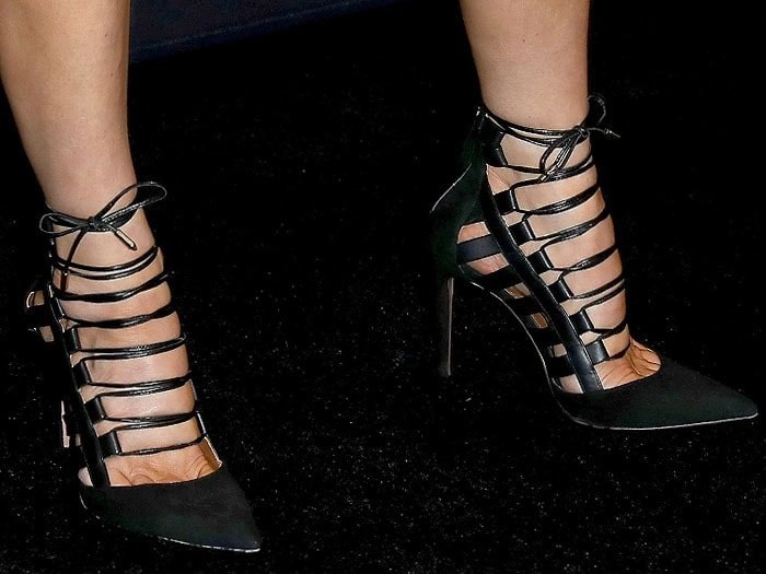 b1d316af23dcf Fergie Matches Two-Tone Nails to Blonde-and-Black Hair in Aquazzura