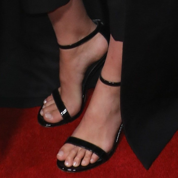 Gal Gadot's sexy feet in black Saint Laurent sandals