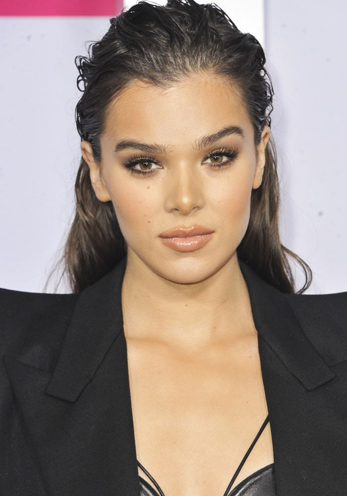Hailee Steinfeld at the 2017 American Music Awards held at the Microsoft Theater on November 19, 2017 in Los Angeles, California