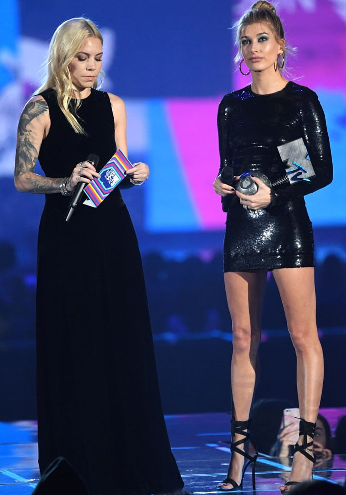 "Hailey presents the ""Best Video"" award alongside Skylar Grey"