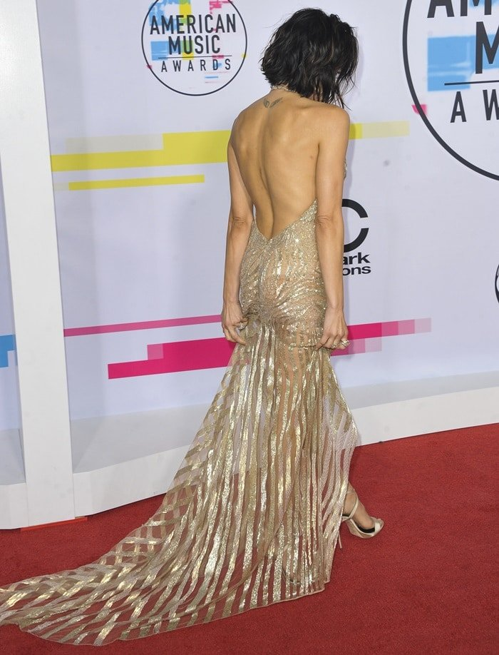 Jenna Dewan-Tatum wearing a Julien MacDonald gown at the 2017 American Music Awards held at the Microsoft Theater in Los Angeles on November 19, 2017