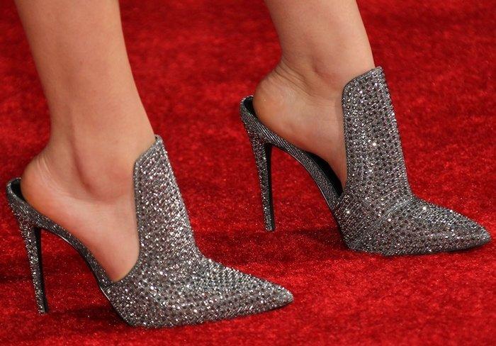 Jenna Ortega flaunts her feet in glittering high heels