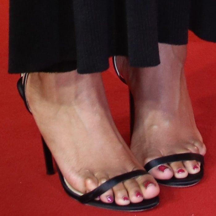 Jennifer Hudson showing off her feet in black ankle-strap sandals