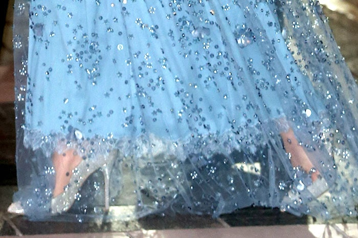 Closeup of Kate Middleton's Oscar de la Renta 'Cabrina' pumps in platinum lamé fabric.