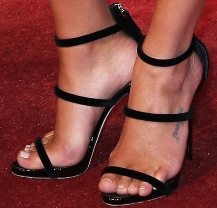 """Lea adds bold lines to her outfit with a pair of Giuseppe Zanotti """"Harmony"""" sandals"""