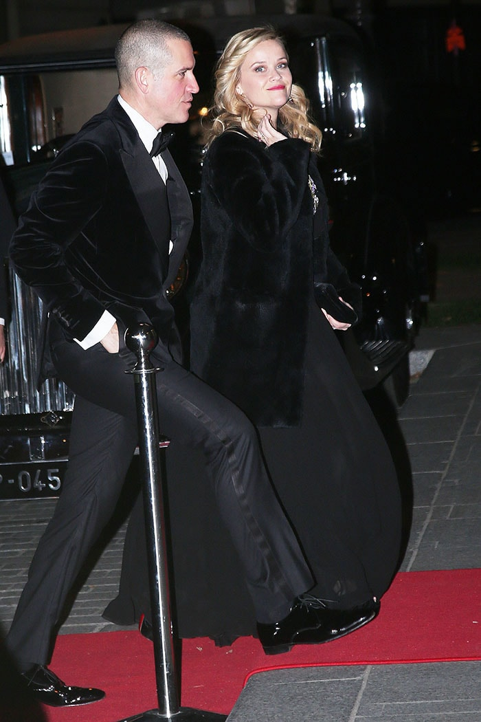 Reese Witherspoon and her husband, Jim Toth,arriving for thele Bal des Débutantes atThe Peninsula Hotel in Paris, France, on November 25, 2017.