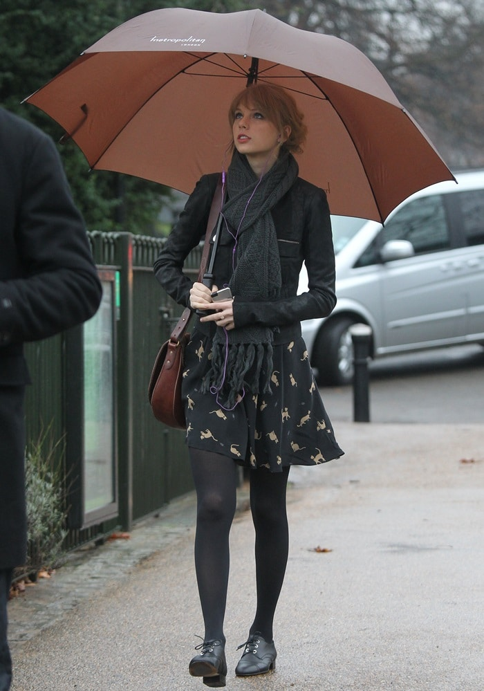 Taylor Swift visits the Diana, Princess of Wales Memorial Fountain on a rainy day in London, England. on January 24, 2010