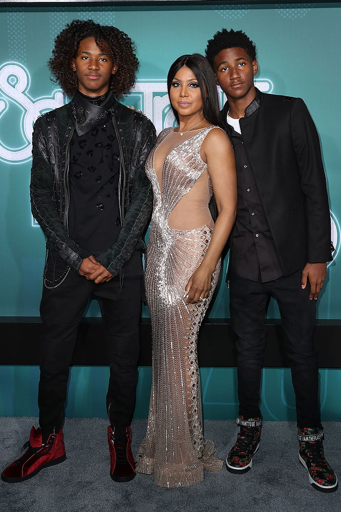 Toni Braxton flanked by her sons, Diezel, 14, and Denim, 15, at the 2017 Soul Train Awards