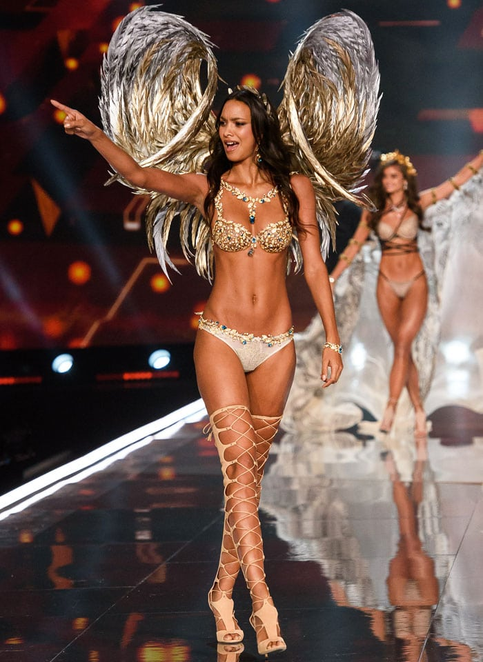 Lais Ribiero wears this year's Fantasy Bra