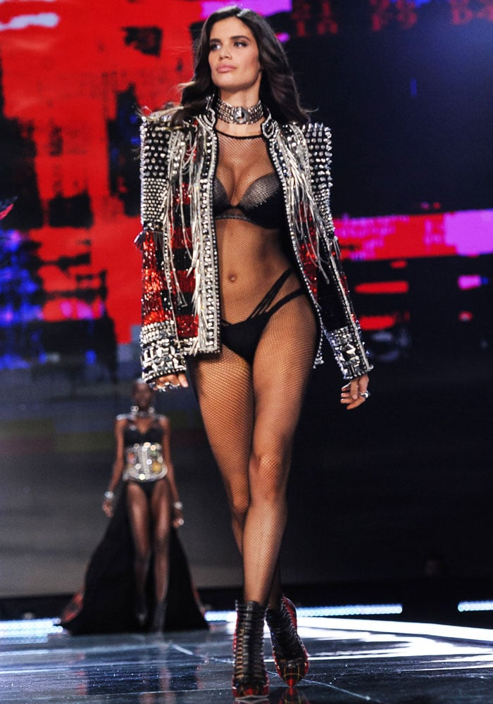 Sara Sampaio struts coolly in an iconic Balmain jacket