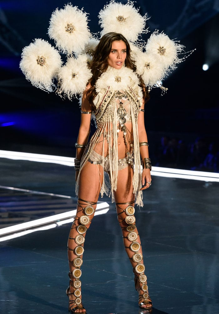 Sara Sampaio looks like a winter glamazona in her fringe and feather outfit
