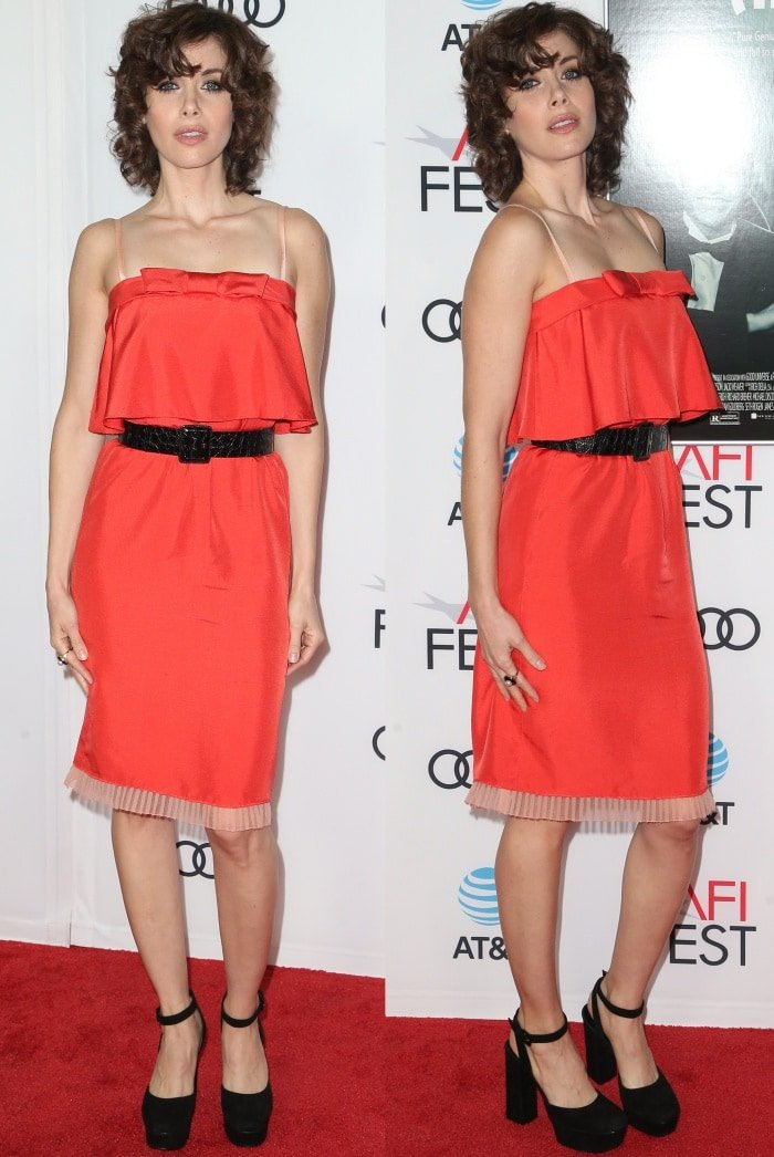 """Alison Brie wearing a Marc Jacobs Resort 2018 dress and Casadei platform pumps at the AFI Fest screening of """"The Disaster Artist"""""""