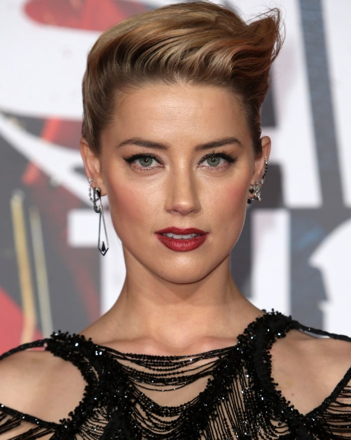 """Amber Heard wearing an Atelier Versace gown at the """"Justice League"""" Hollywood Premiere"""