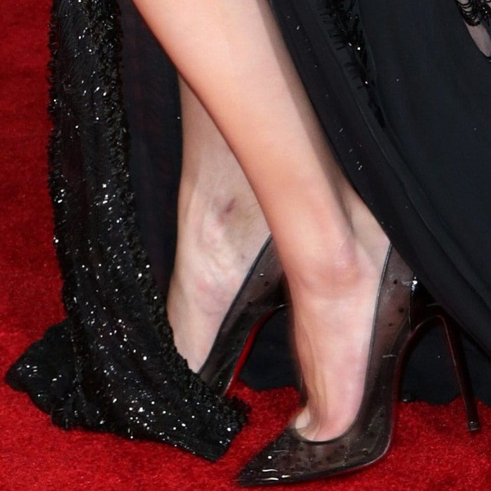 """Amber Heard wearing Christian Louboutin """"Body Strass"""" pumps at the """"Justice League"""" Hollywood Premiere"""