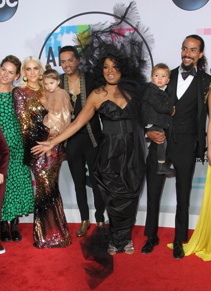 Diana Ross with her family at the 2017 American Music Awards