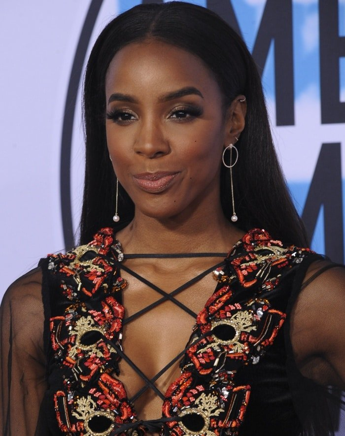 Kelly Rowland wearing a Galia Lahav Fall 2017 Couture gown at the 2017 American Music Awards