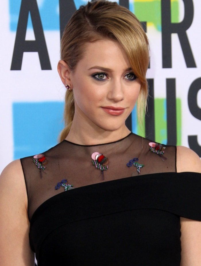 Lili Reinhart wearing a Cushnie et Ochs Resort 2018 dress at the 2017 American Music Awards