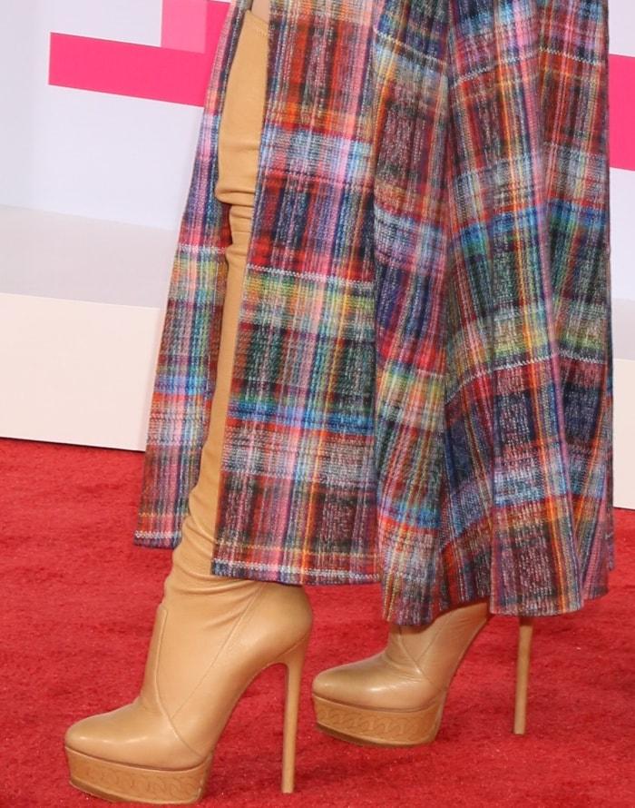 Sabrina Carpenter rocks tan over-the-knee boots