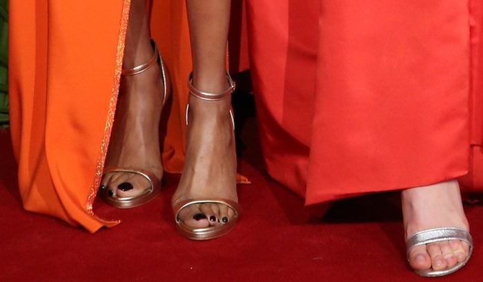 Karlie Kloss and Jourdan Dunn showing off their feet at the 2017 Fashion Awards