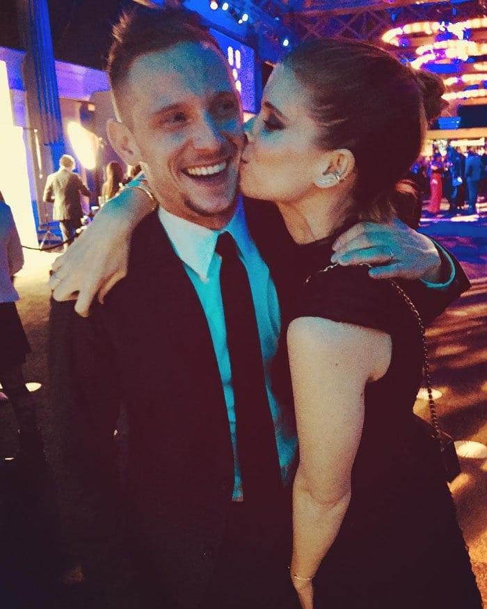 Kate gives her husband a big kiss on the cheek backstage