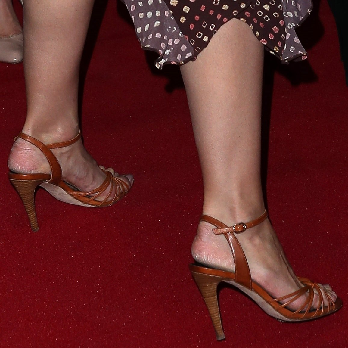 Katie Holmes Shows Off Scary Feet In Ulla Johnson Shibori