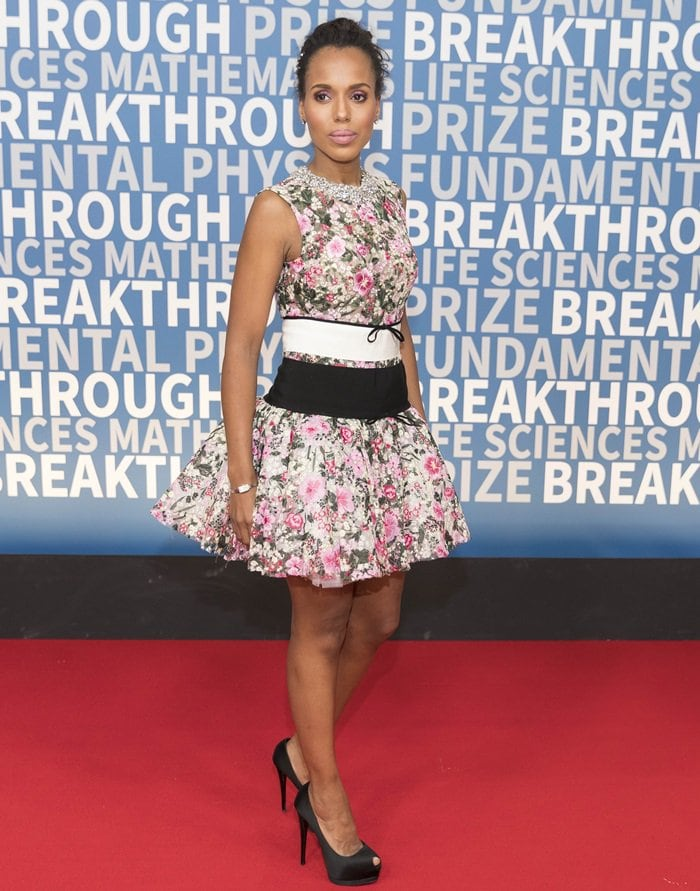 Kerry Washington showed off her legs on the red carpet in a Giambattista Valli Fall 2017 Couture dress at the 2018 Breakthrough Prize Ceremony at NASA Ames Research Center in Mountain View, California, on December 3, 2017