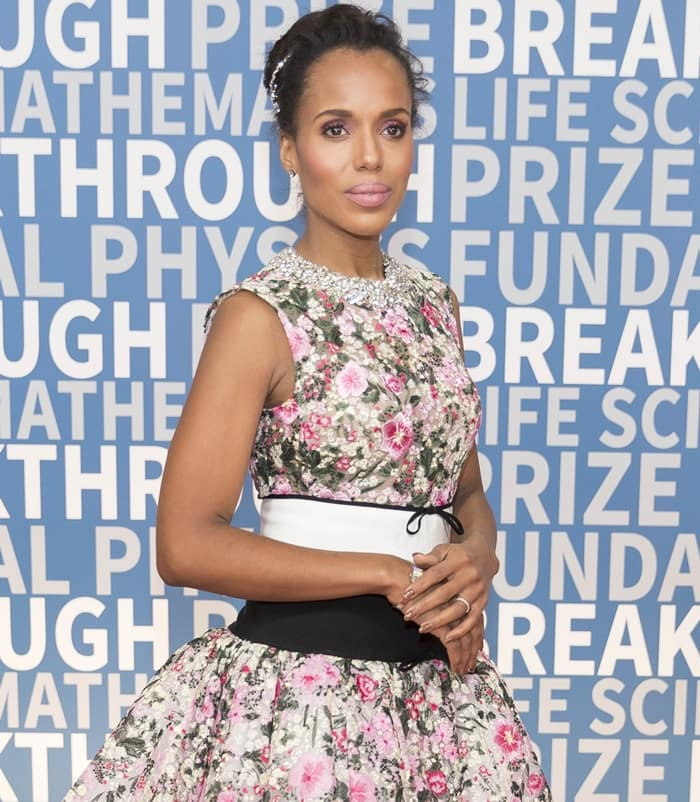 Kerry Washington looking absolutely adorable in a floral print Giambattista Valli Fall 2017 Couture dress featuring delicate embellishments