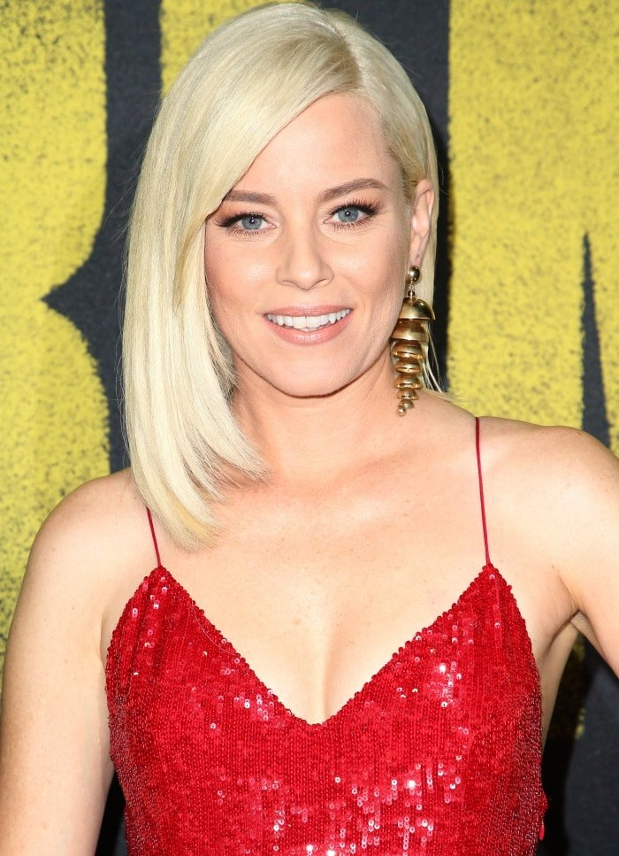 """Elizabeth Banks wearing a Jeffrey Dodd dress and Agmes statement earrings at the """"Pitch Perfect 3"""" premiere"""