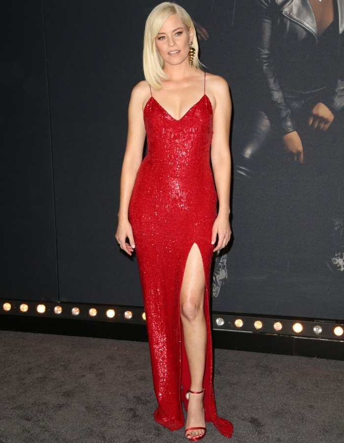 """Elizabeth Banks wearing a Jeffrey Dodd dress and Stuart Weitzman ankle-strap sandals at the """"Pitch Perfect 3"""" premiere"""