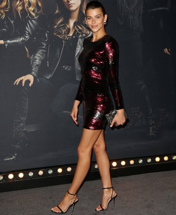 """Georgia Fowler wearing head-to-toe Vince Camuto at the Hollywood premiere of """"Pitch Perfect 3"""""""