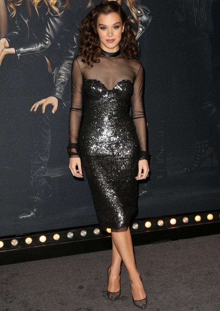 """Hailee Steinfeld wearing a Tom Ford dress and Christian Louboutin """"Follies Resille"""" pumps at the """"Pitch Perfect 3"""" premiere"""
