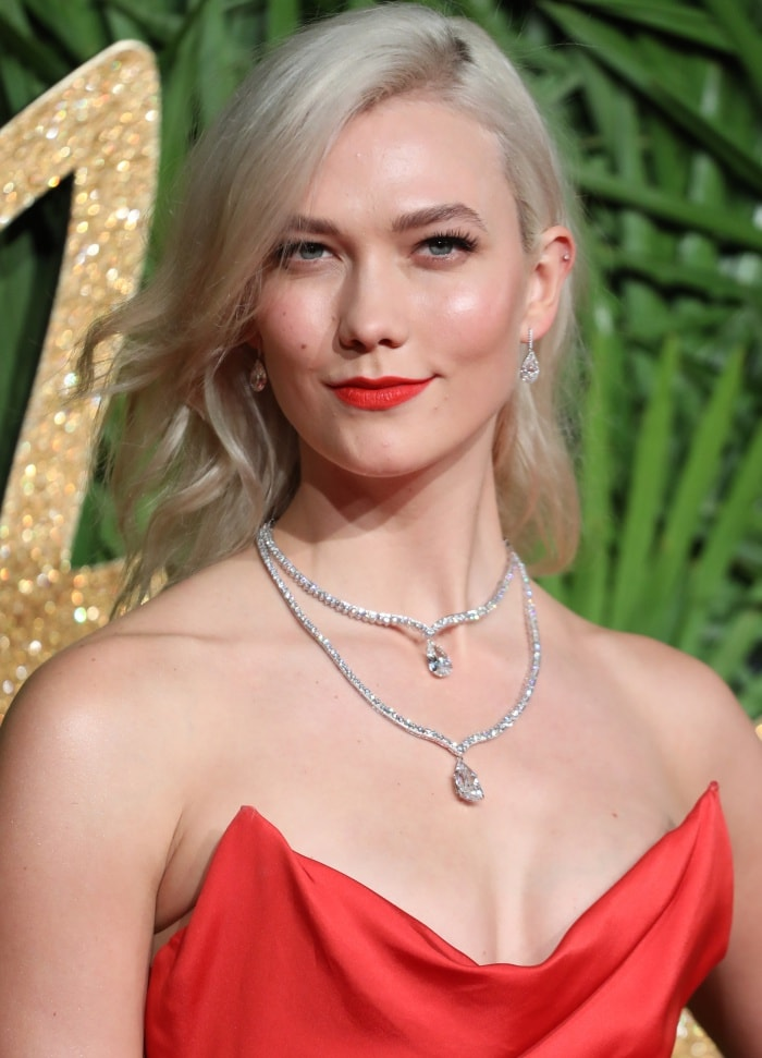 Her beauty look consisted of side-swept waves, a bold red lip and stunning Lorraine Schwartz jewelry