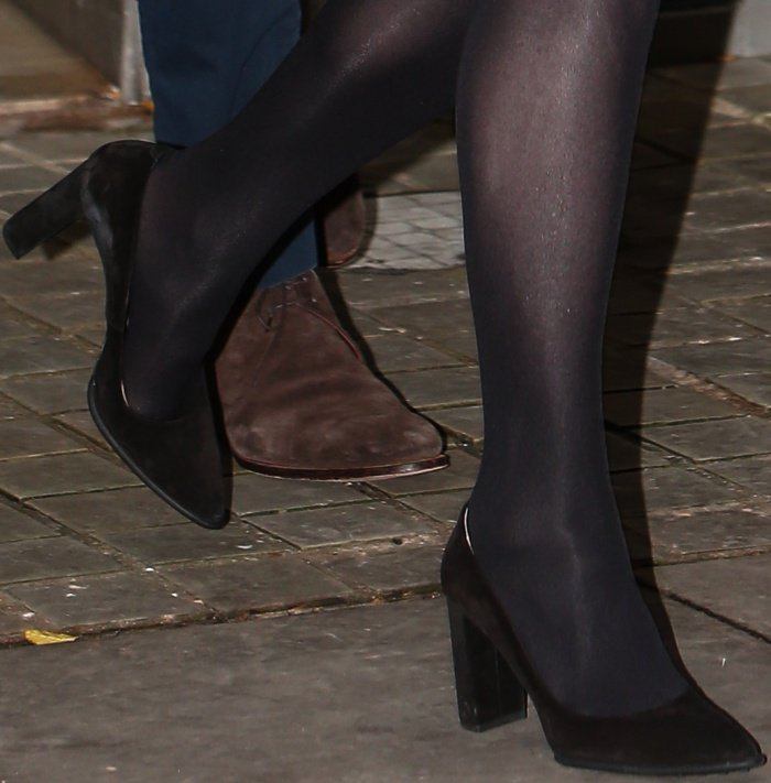 Kate Middleton wearing Tod's black suede pumps
