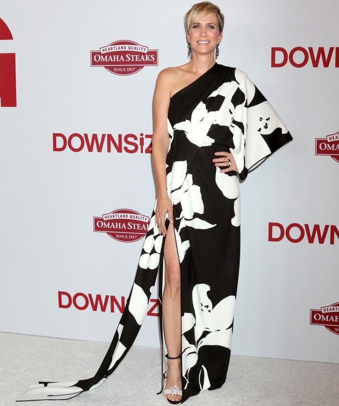 """Kristen Wiig wearing a Marc Jacobs Spring 2018 dress and Christian Louboutin sandals at the """"Downsizing"""" special screening in Los Angeles"""